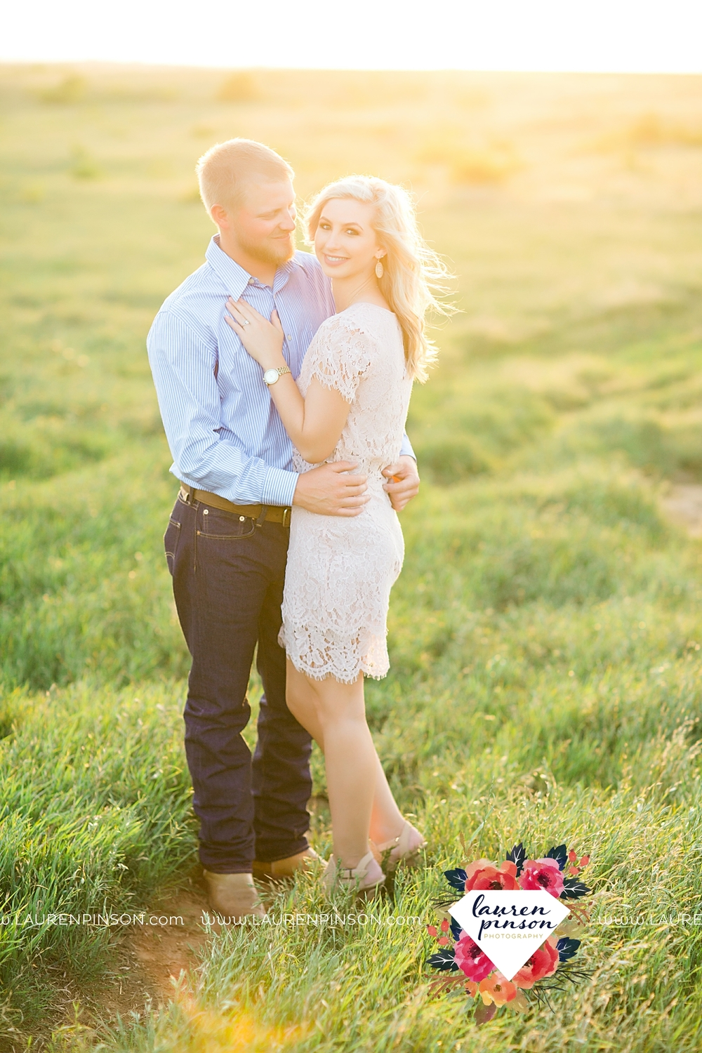 wichita-falls-texas-wedding-photographer-scotland-texas-engagement-session-country-barn-field-windthorst_2758.jpg