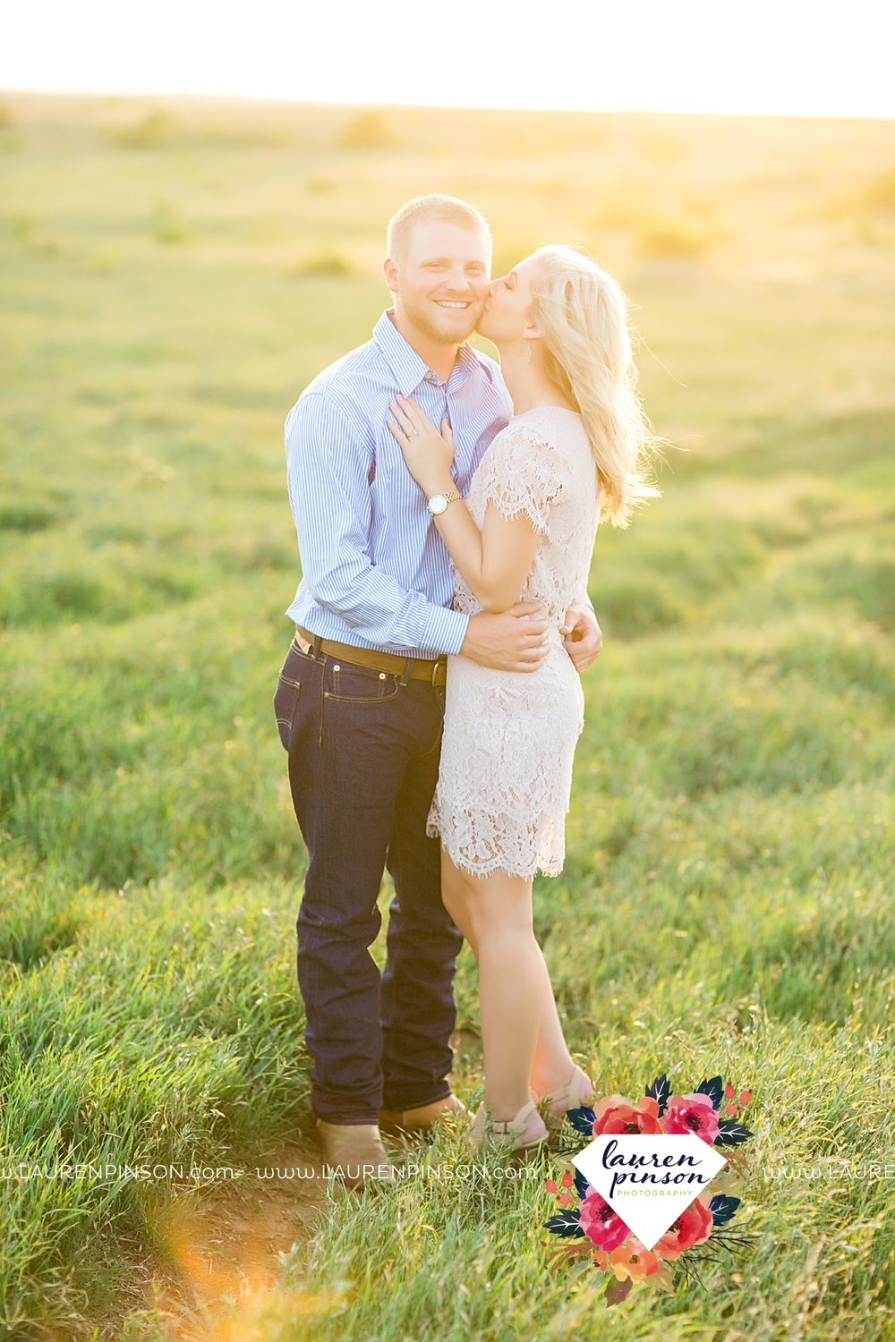 wichita-falls-texas-wedding-photographer-scotland-texas-engagement-session-country-barn-field-windthorst_2759.jpg