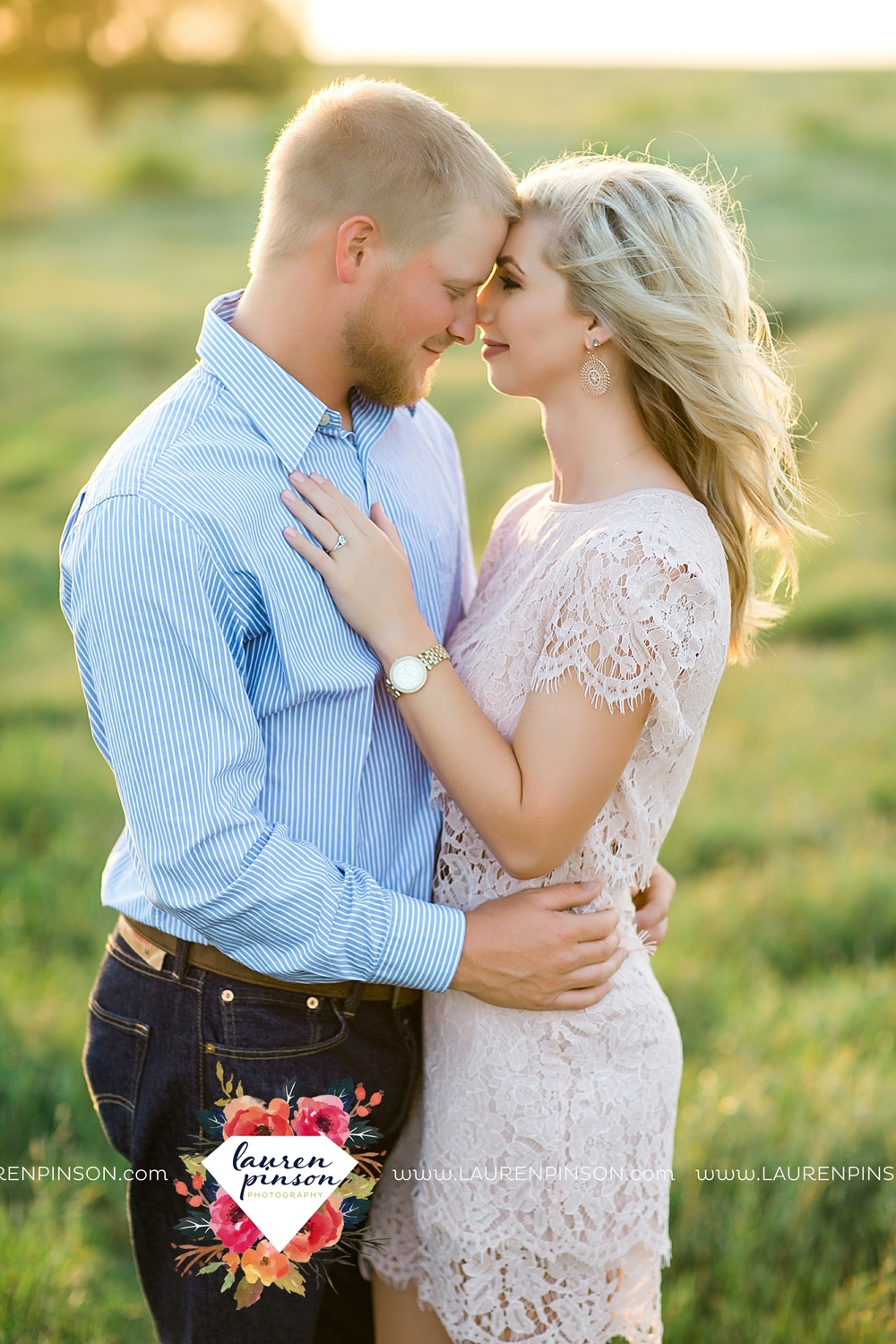 wichita-falls-texas-wedding-photographer-scotland-texas-engagement-session-country-barn-field-windthorst_2761.jpg