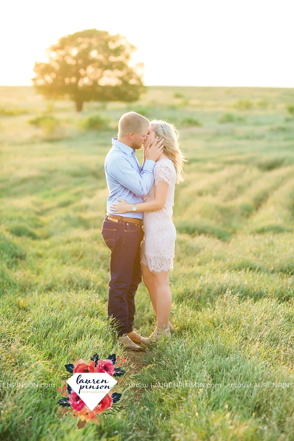 wichita-falls-texas-wedding-photographer-scotland-texas-engagement-session-country-barn-field-windthorst_2762.jpg