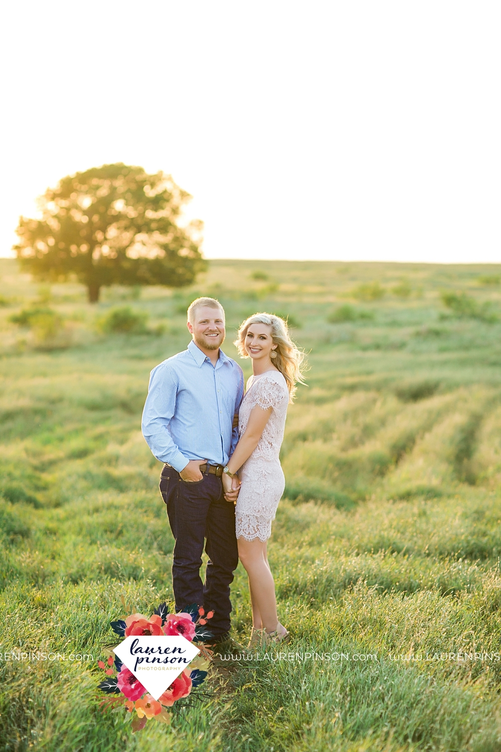 wichita-falls-texas-wedding-photographer-scotland-texas-engagement-session-country-barn-field-windthorst_2763.jpg