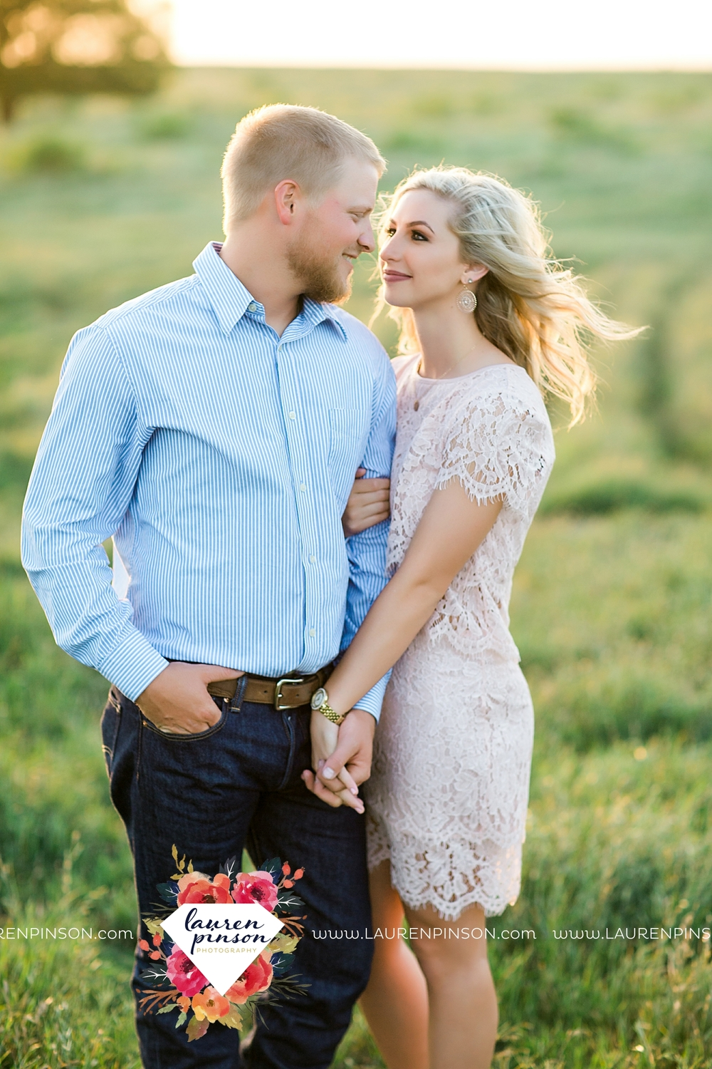 wichita-falls-texas-wedding-photographer-scotland-texas-engagement-session-country-barn-field-windthorst_2764.jpg