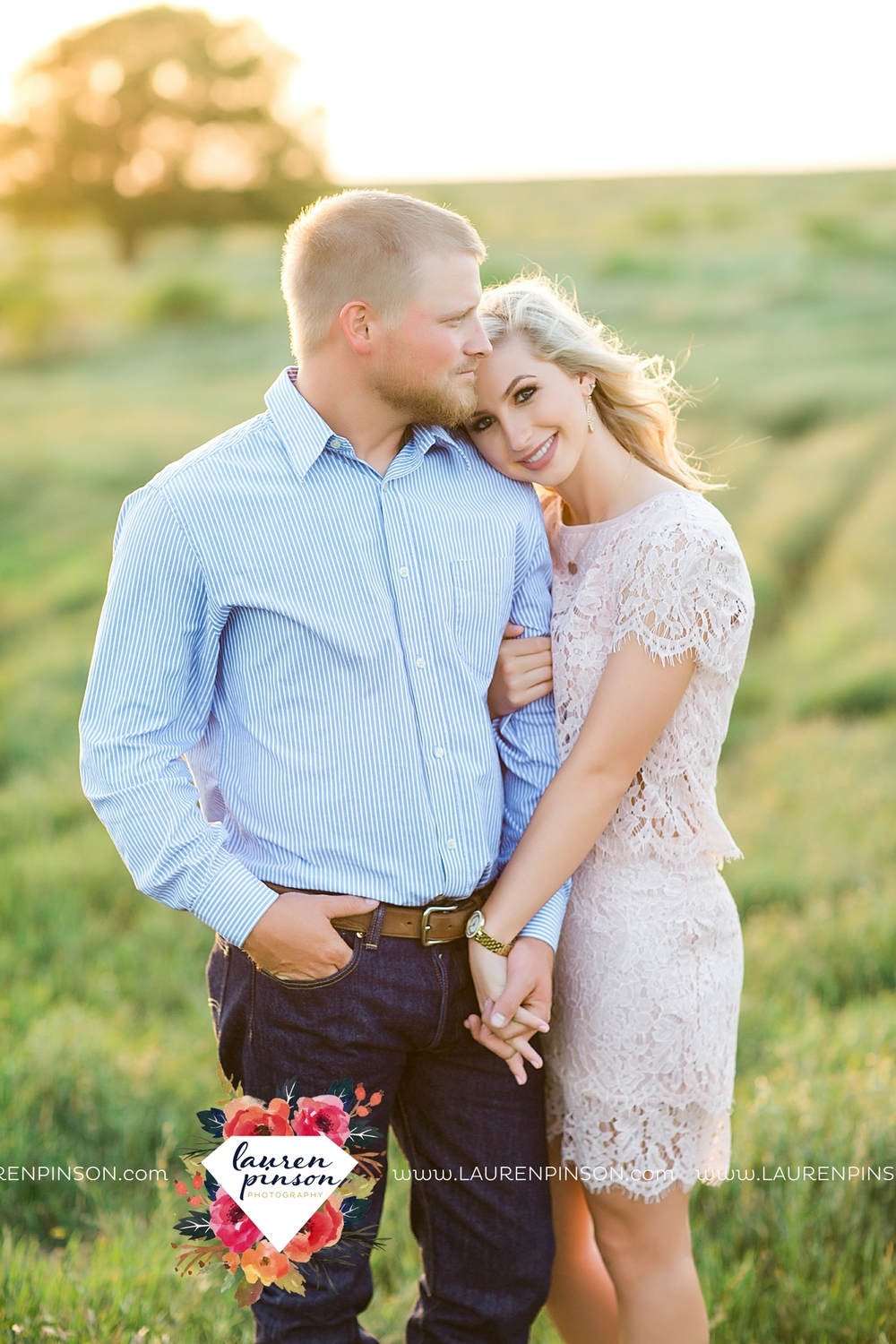 wichita-falls-texas-wedding-photographer-scotland-texas-engagement-session-country-barn-field-windthorst_2765.jpg