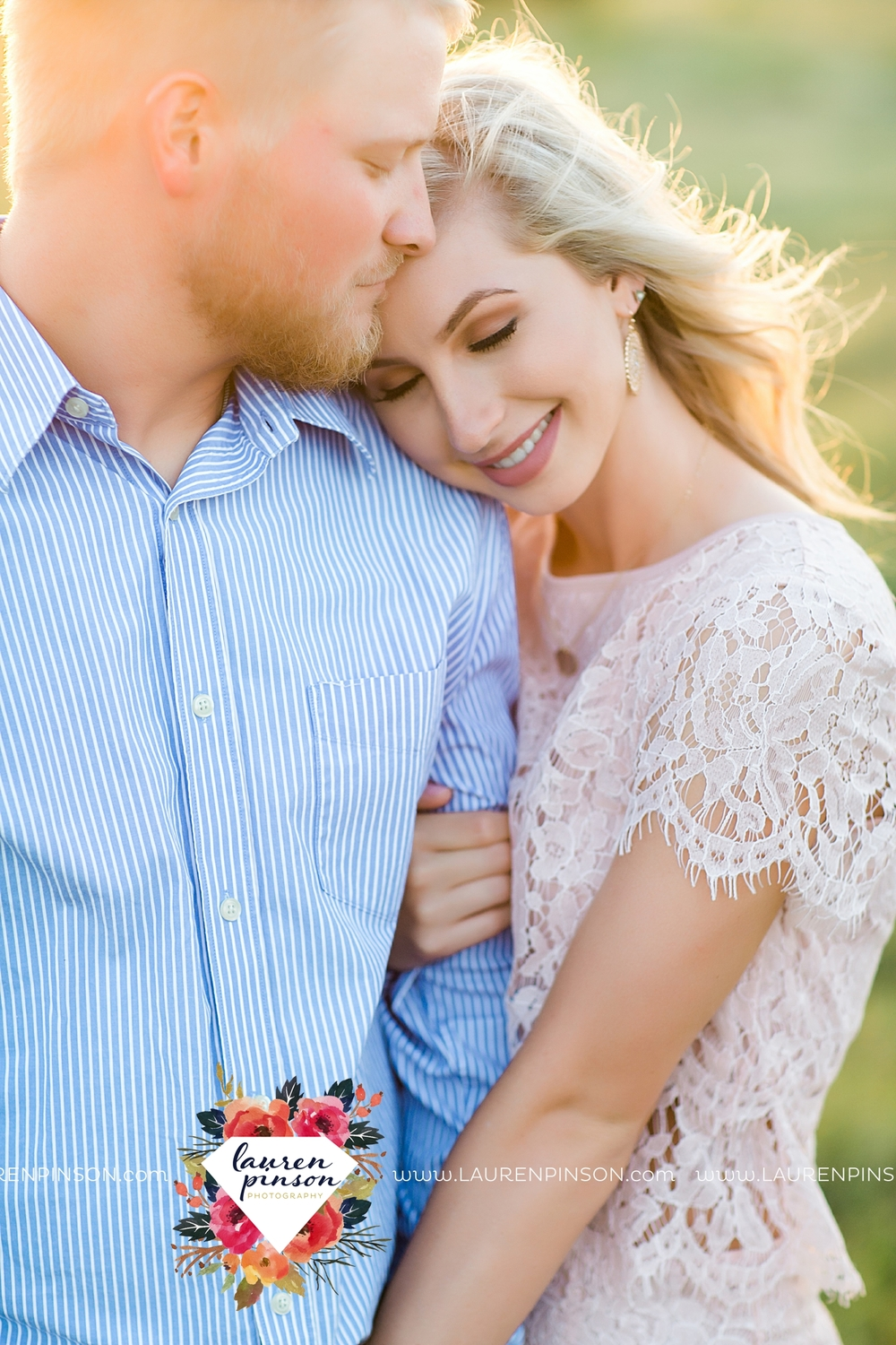 wichita-falls-texas-wedding-photographer-scotland-texas-engagement-session-country-barn-field-windthorst_2766.jpg