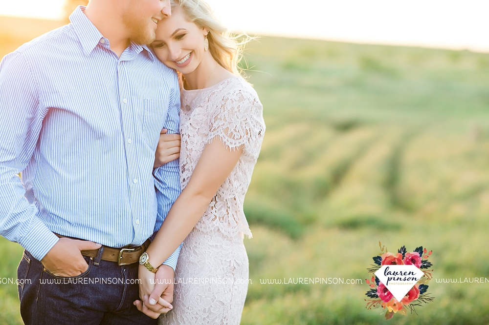 wichita-falls-texas-wedding-photographer-scotland-texas-engagement-session-country-barn-field-windthorst_2768.jpg
