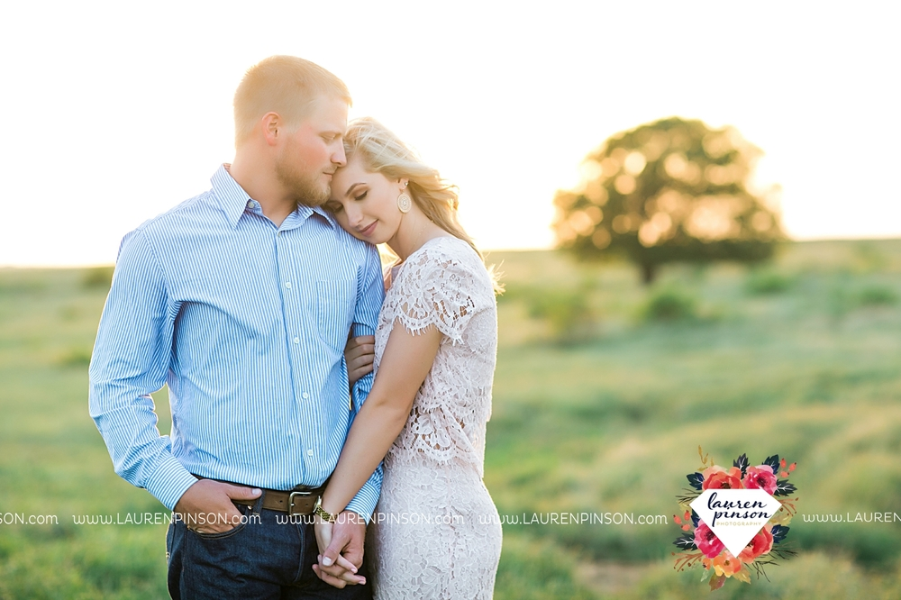 wichita-falls-texas-wedding-photographer-scotland-texas-engagement-session-country-barn-field-windthorst_2770.jpg