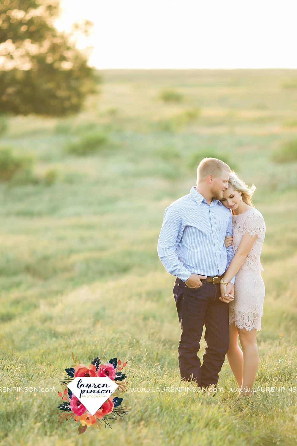 wichita-falls-texas-wedding-photographer-scotland-texas-engagement-session-country-barn-field-windthorst_2769.jpg