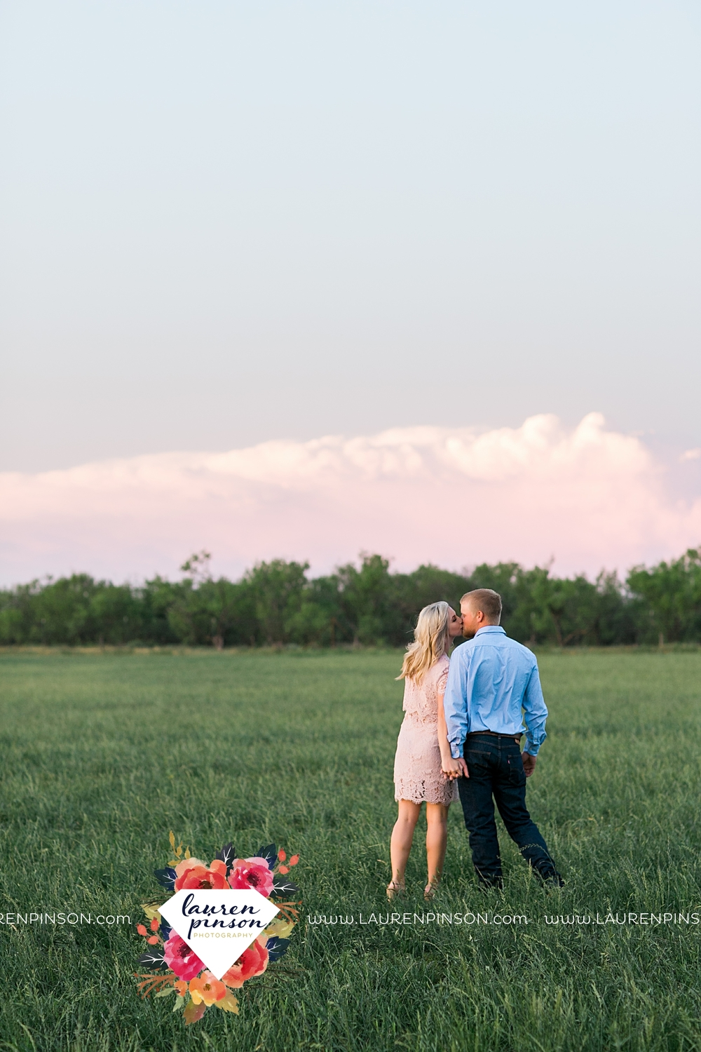 wichita-falls-texas-wedding-photographer-scotland-texas-engagement-session-country-barn-field-windthorst_2773.jpg