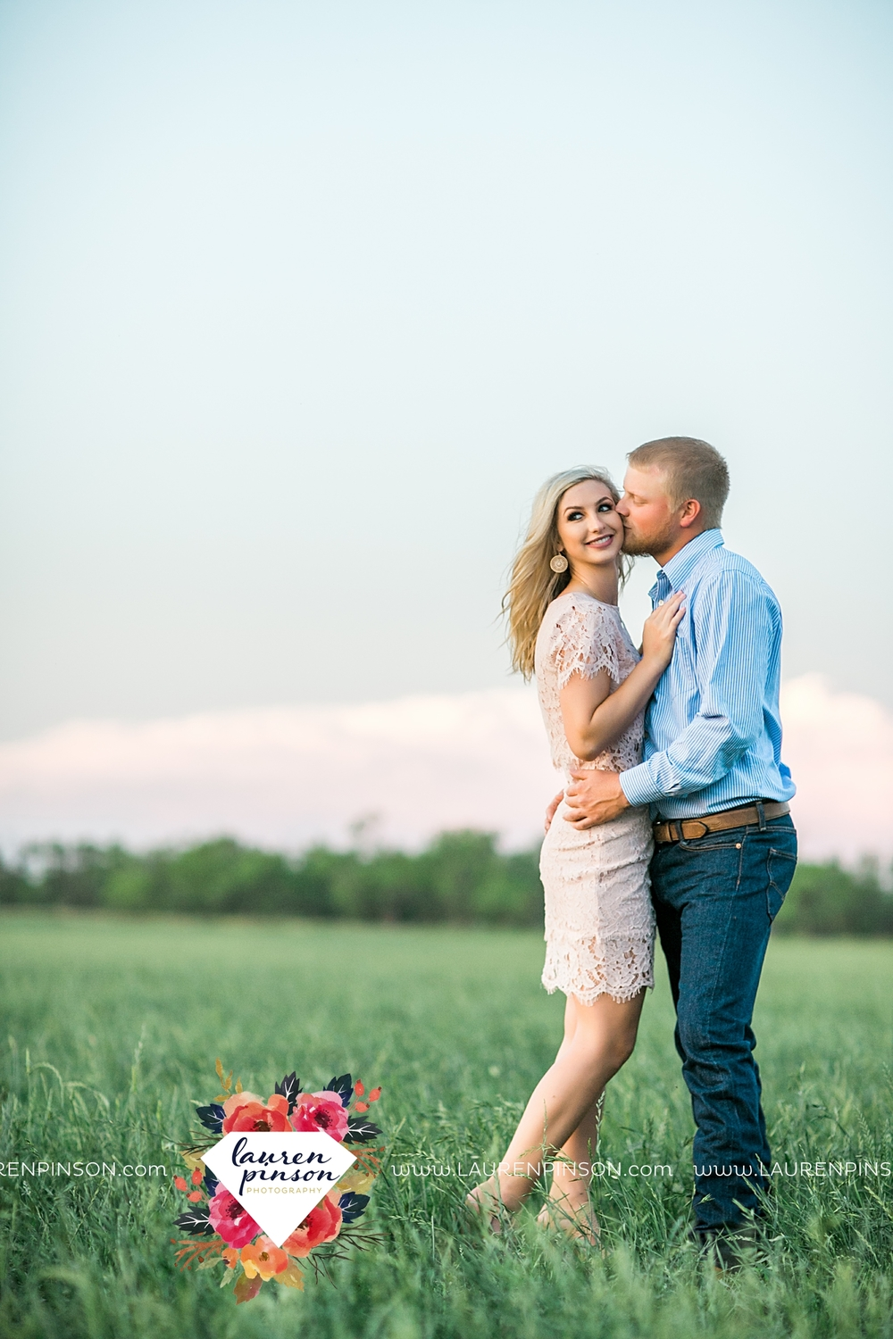 wichita-falls-texas-wedding-photographer-scotland-texas-engagement-session-country-barn-field-windthorst_2776.jpg