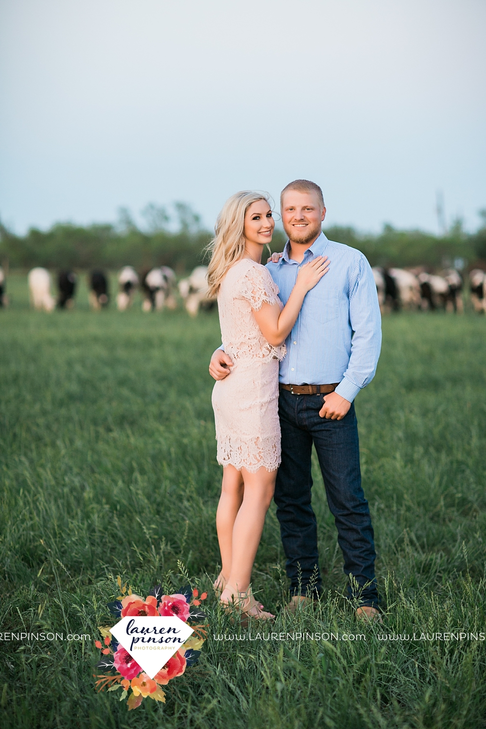wichita-falls-texas-wedding-photographer-scotland-texas-engagement-session-country-barn-field-windthorst_2780.jpg