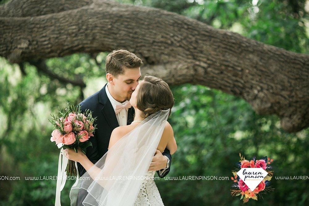 austin-texas-barn-wedding-at-brodie-homestead-wichita-falls-tx-wedding-photographer-dfw-00019.jpg