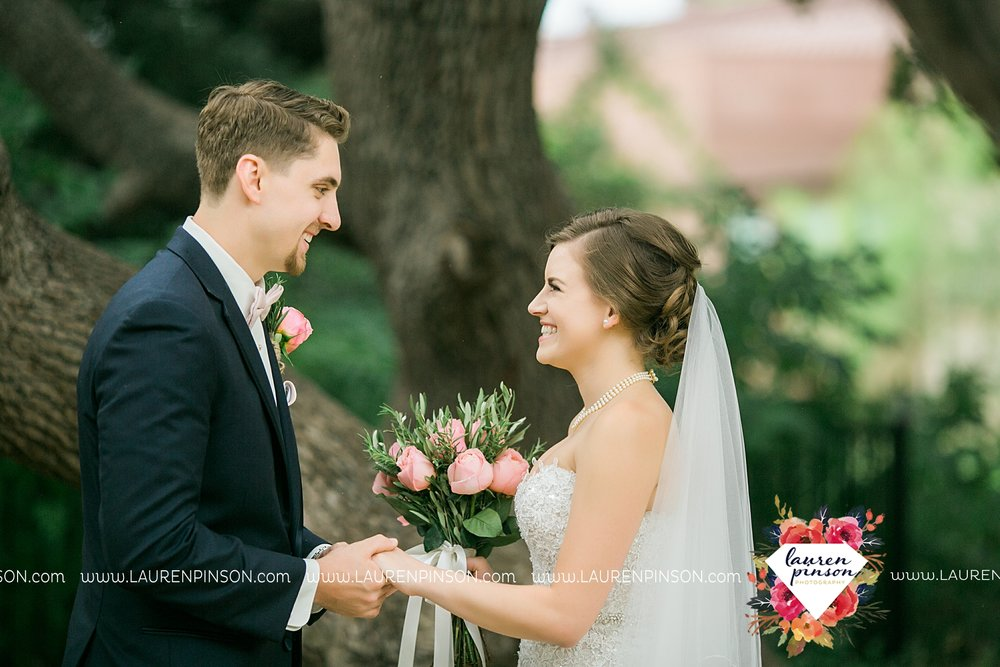 austin-texas-barn-wedding-at-brodie-homestead-wichita-falls-tx-wedding-photographer-dfw-00023.jpg