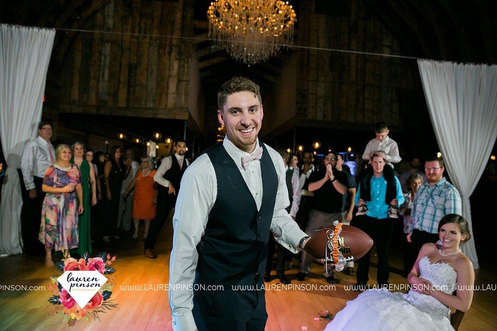 austin-texas-barn-wedding-at-brodie-homestead-wichita-falls-tx-wedding-photographer-dfw-00090.jpg