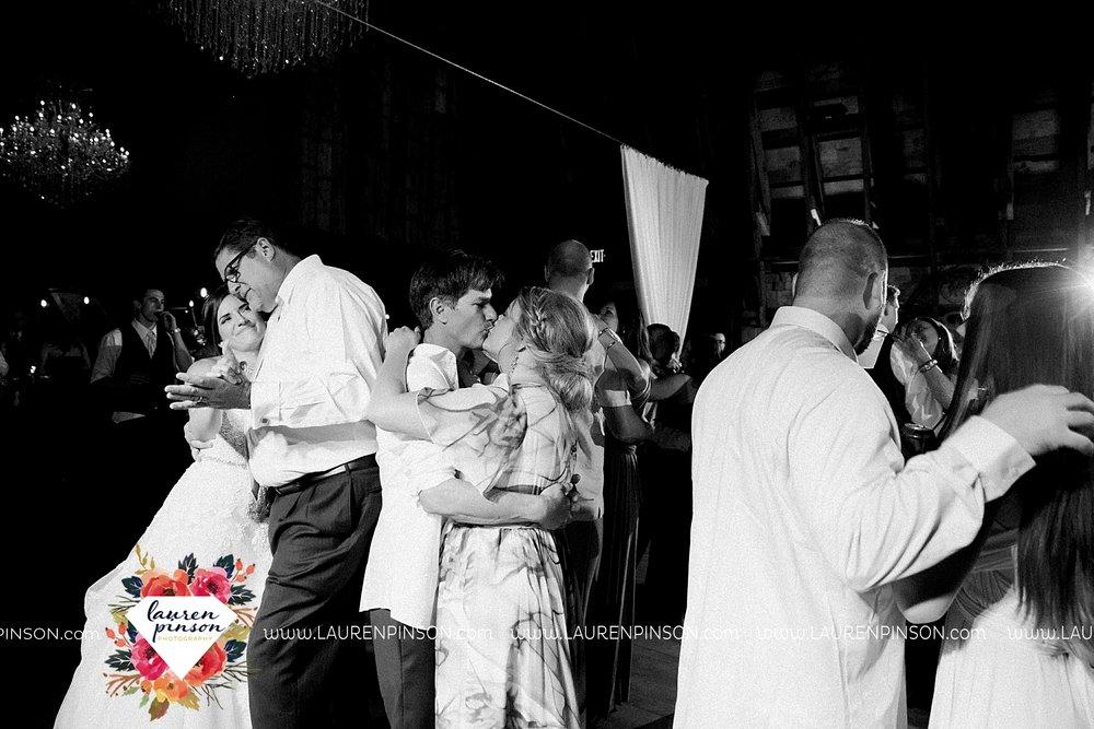 austin-texas-barn-wedding-at-brodie-homestead-wichita-falls-tx-wedding-photographer-dfw-00094.jpg