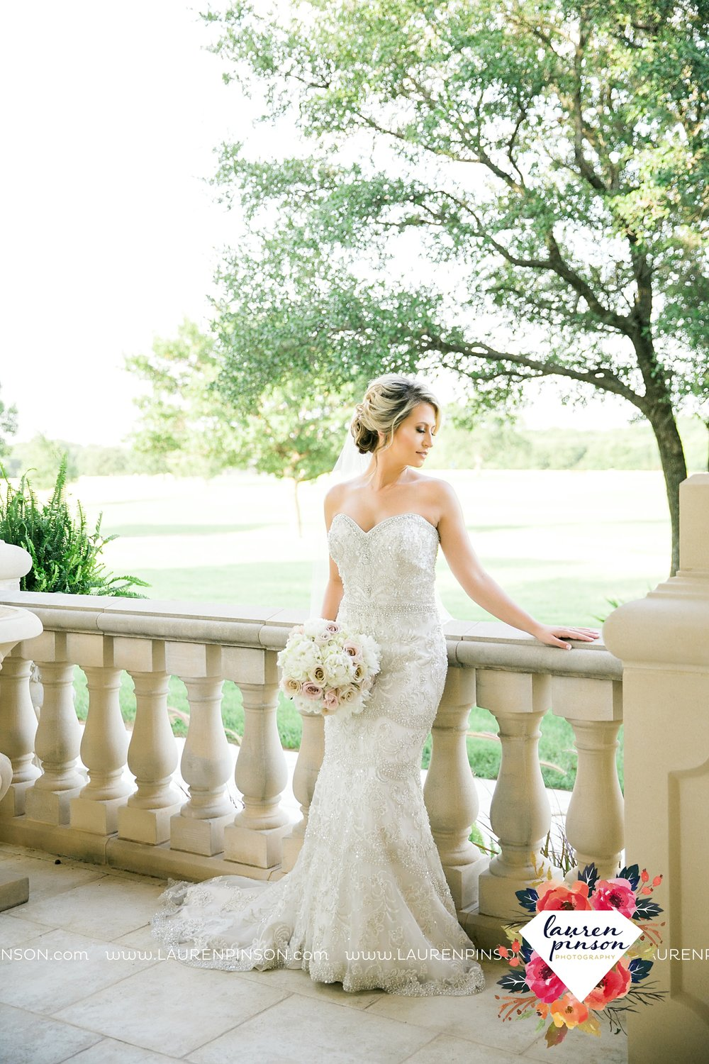 wichita-falls-bridals-nocona-texas-commanche-rose-bridal-session-photographer_3446.jpg