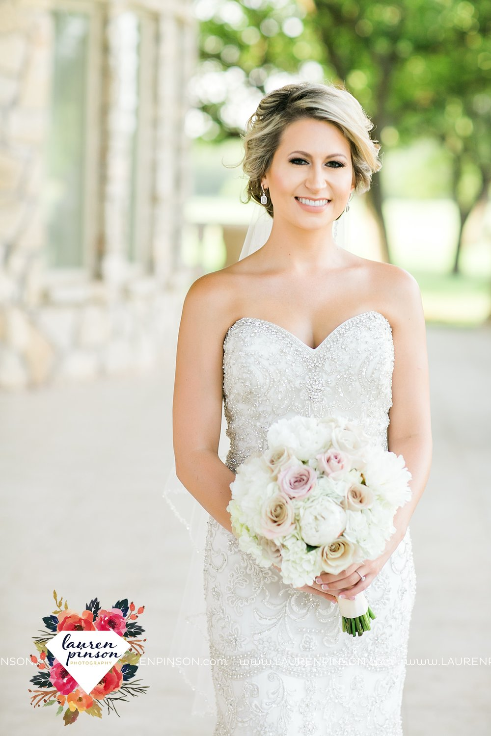 wichita-falls-bridals-nocona-texas-commanche-rose-bridal-session-photographer_3450.jpg
