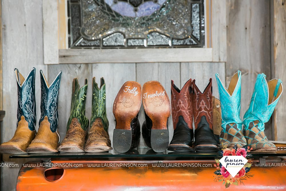springtown-texas-wedding-at-oak-knoll-ranch-dfw-and-wichita-falls-wedding-photography-lauren-pinson_3509.jpg