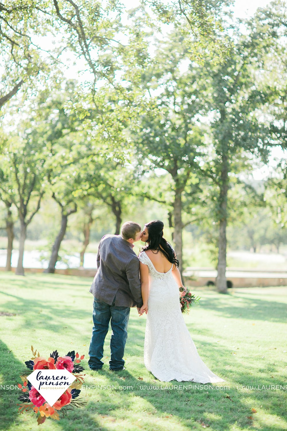 springtown-texas-wedding-at-oak-knoll-ranch-dfw-and-wichita-falls-wedding-photography-lauren-pinson_3521.jpg