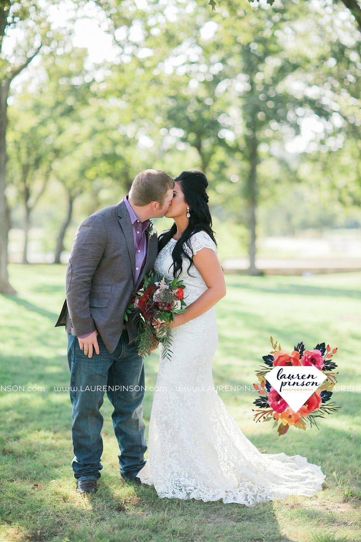 springtown-texas-wedding-at-oak-knoll-ranch-dfw-and-wichita-falls-wedding-photography-lauren-pinson_3539.jpg
