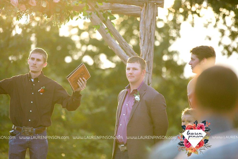springtown-texas-wedding-at-oak-knoll-ranch-dfw-and-wichita-falls-wedding-photography-lauren-pinson_3543.jpg