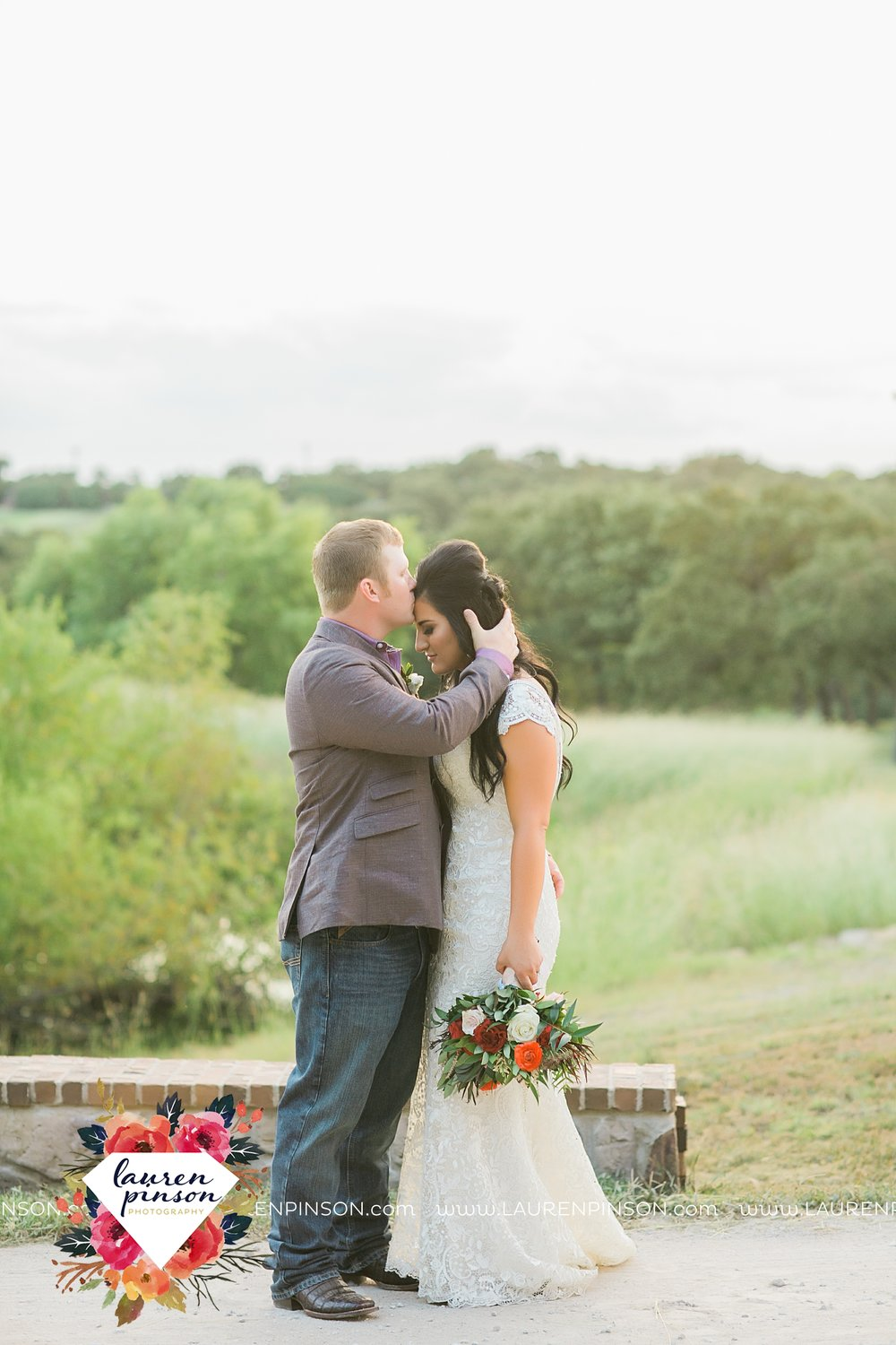 springtown-texas-wedding-at-oak-knoll-ranch-dfw-and-wichita-falls-wedding-photography-lauren-pinson_3550.jpg