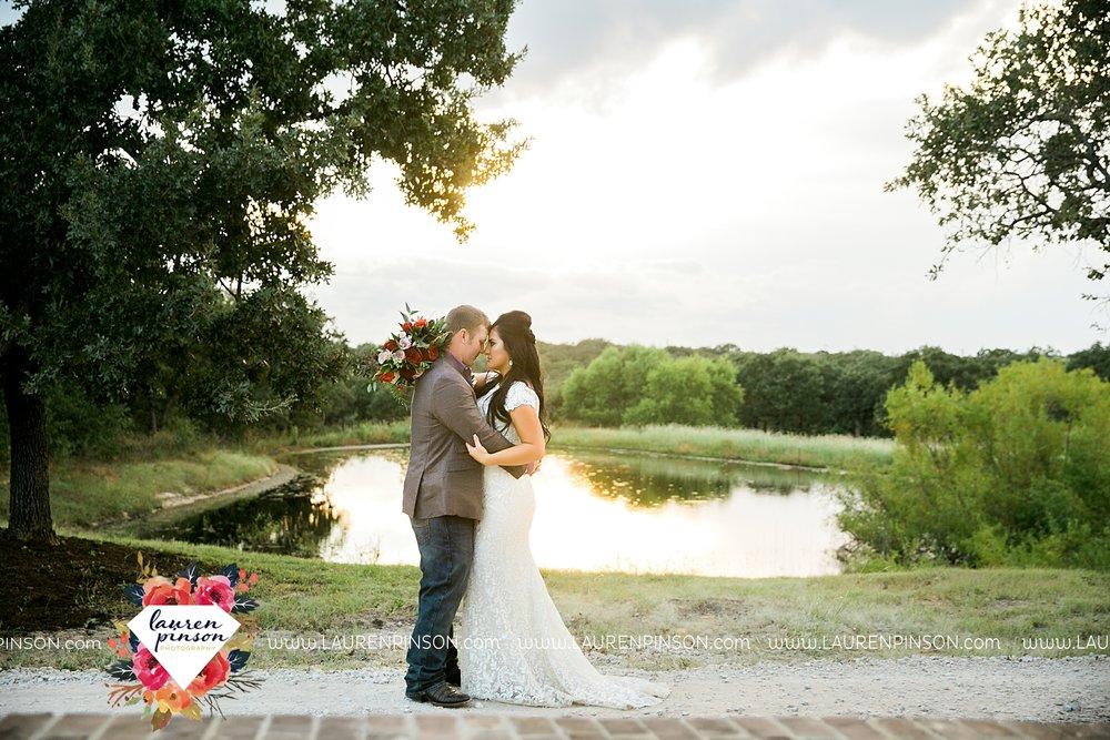 springtown-texas-wedding-at-oak-knoll-ranch-dfw-and-wichita-falls-wedding-photography-lauren-pinson_3553.jpg