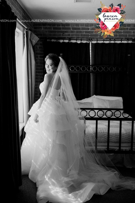 windthorst-texas-wedding-photography-at-st-marys-catholic-church-the-stone-palace-mayfield-events-lauren-pinson-texas-wedding-photographer_3660.jpg