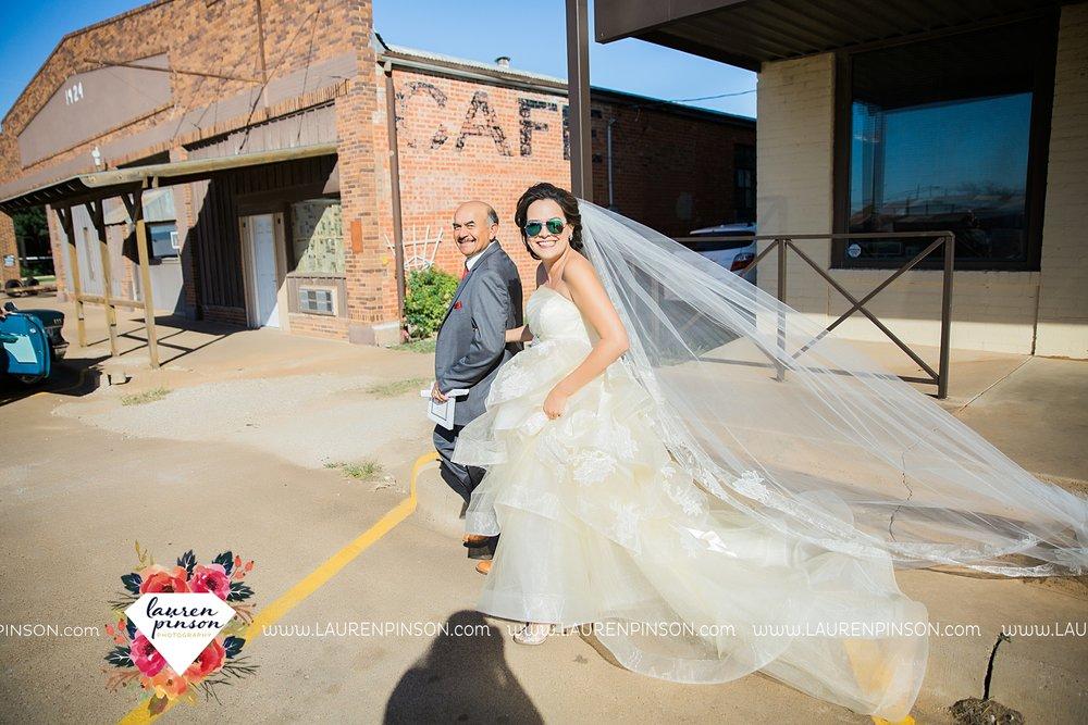 windthorst-texas-wedding-photography-at-st-marys-catholic-church-the-stone-palace-mayfield-events-lauren-pinson-texas-wedding-photographer_3665.jpg