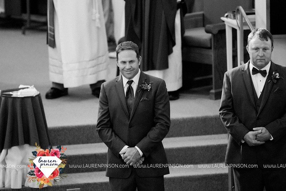 windthorst-texas-wedding-photography-at-st-marys-catholic-church-the-stone-palace-mayfield-events-lauren-pinson-texas-wedding-photographer_3677.jpg