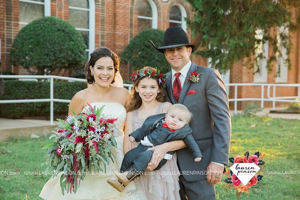 windthorst-texas-wedding-photography-at-st-marys-catholic-church-the-stone-palace-mayfield-events-lauren-pinson-texas-wedding-photographer_3694.jpg