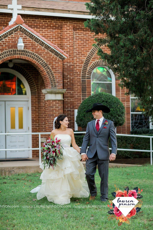 windthorst-texas-wedding-photography-at-st-marys-catholic-church-the-stone-palace-mayfield-events-lauren-pinson-texas-wedding-photographer_3699.jpg