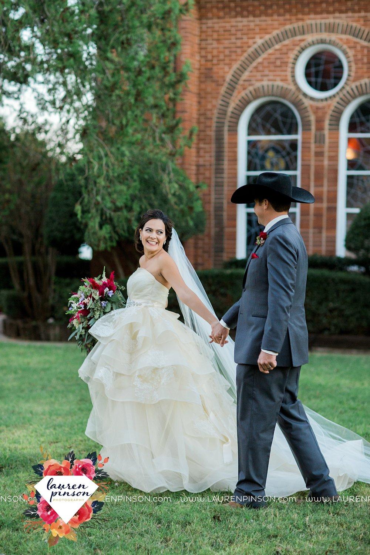 windthorst-texas-wedding-photography-at-st-marys-catholic-church-the-stone-palace-mayfield-events-lauren-pinson-texas-wedding-photographer_3700.jpg