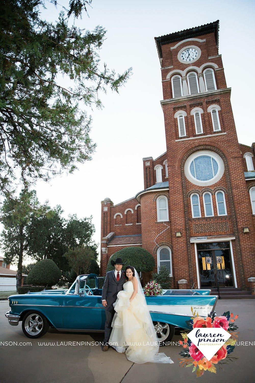 windthorst-texas-wedding-photography-at-st-marys-catholic-church-the-stone-palace-mayfield-events-lauren-pinson-texas-wedding-photographer_3703.jpg