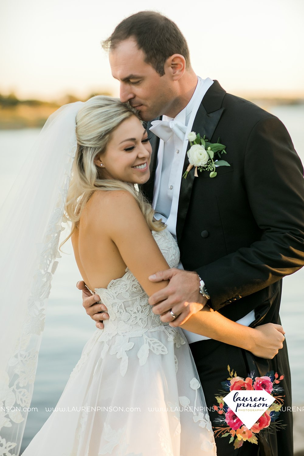 lake-possum-kingdom-harbor-at-the-grille-wedding-with-gold-dust-vintage-kate-foley-lauren-pinson-photography-wichita-falls-dfw-wedding-photographer-00052.jpg