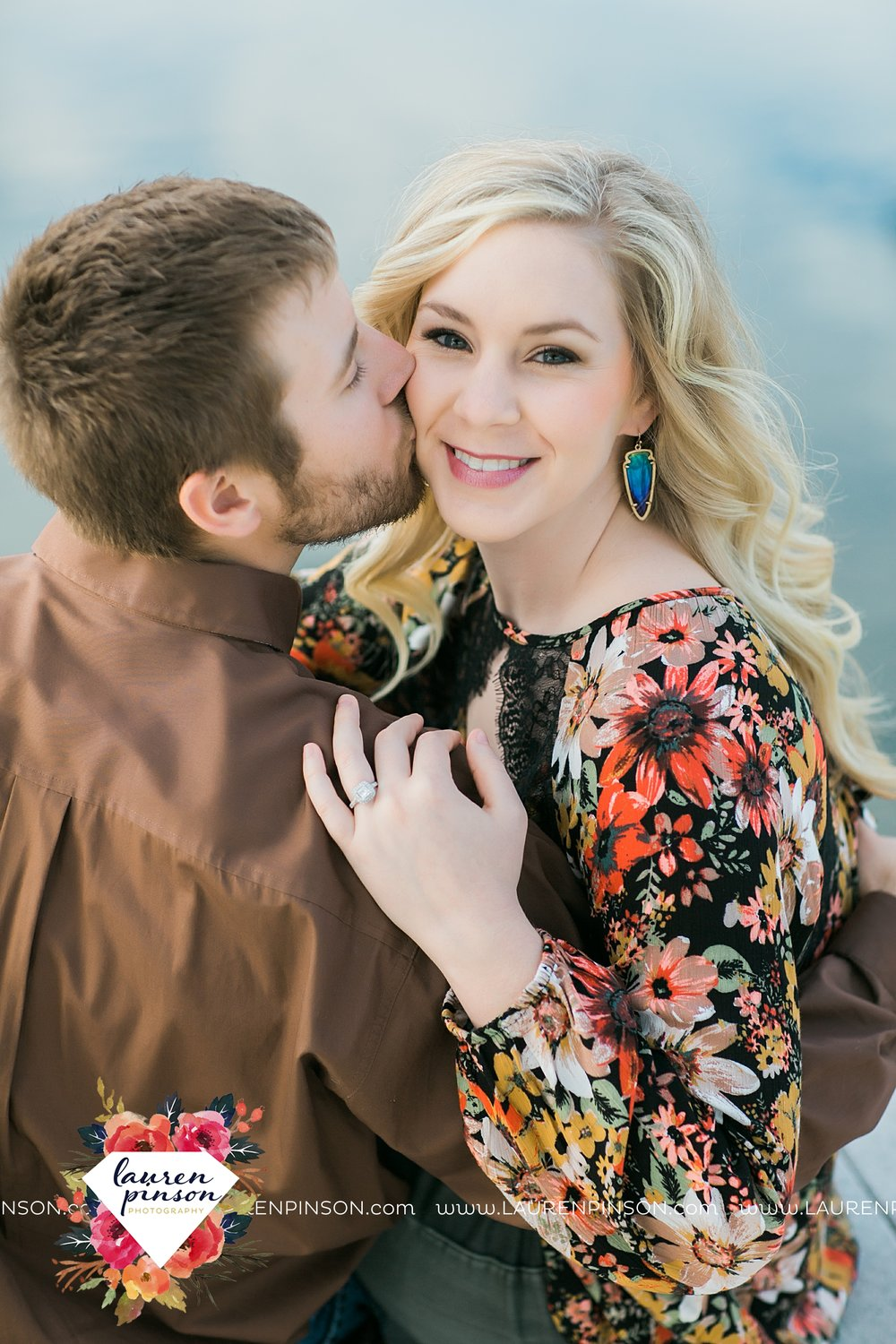 wichita-falls-texas-weddiing-photographer-engagement-session-bowie-texas-old-barn-country-hunting_4002.jpg