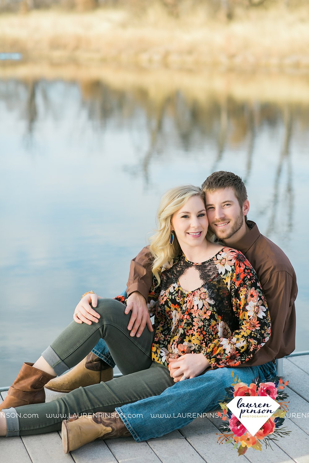 wichita-falls-texas-weddiing-photographer-engagement-session-bowie-texas-old-barn-country-hunting_4005.jpg
