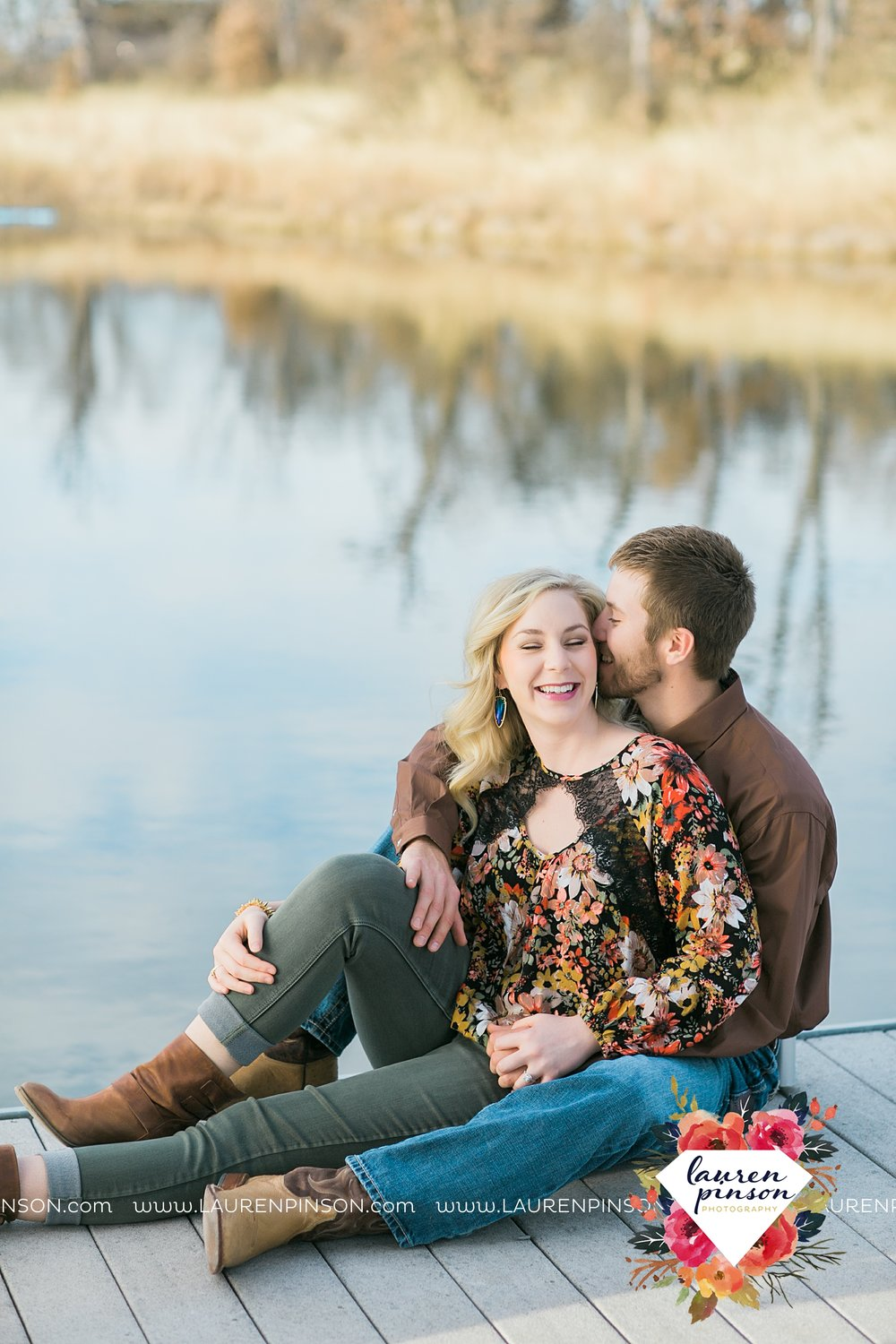 wichita-falls-texas-weddiing-photographer-engagement-session-bowie-texas-old-barn-country-hunting_4007.jpg
