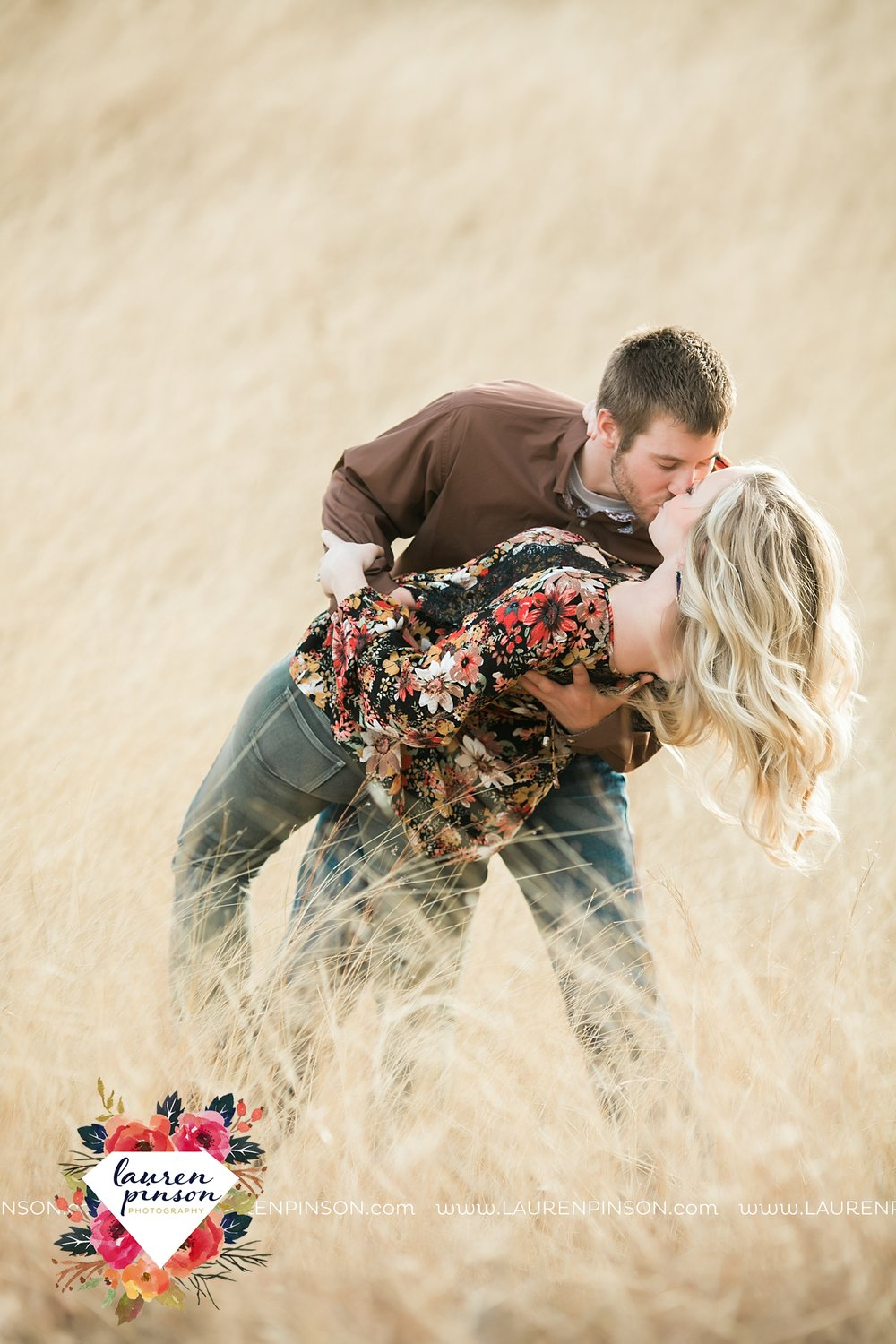 wichita-falls-texas-weddiing-photographer-engagement-session-bowie-texas-old-barn-country-hunting_4010.jpg