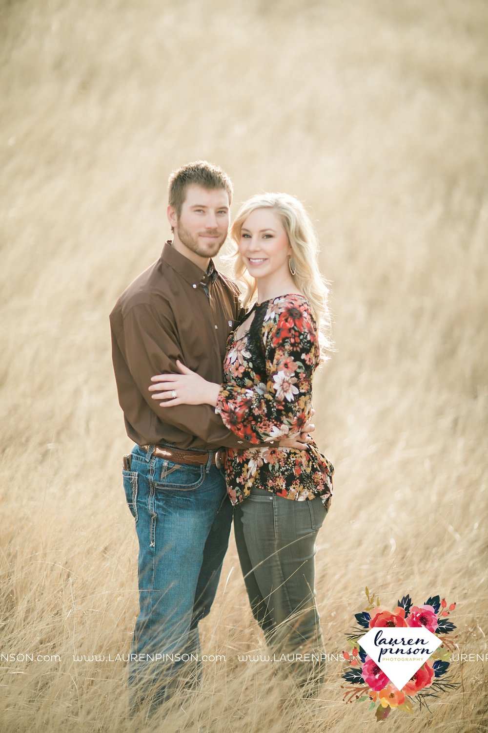 wichita-falls-texas-weddiing-photographer-engagement-session-bowie-texas-old-barn-country-hunting_4011.jpg