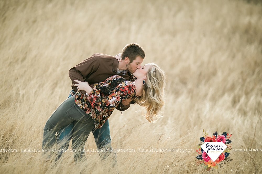 wichita-falls-texas-weddiing-photographer-engagement-session-bowie-texas-old-barn-country-hunting_4013.jpg