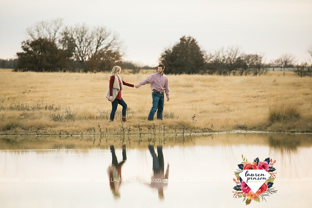 wichita-falls-texas-weddiing-photographer-engagement-session-bowie-texas-old-barn-country-hunting_4014.jpg