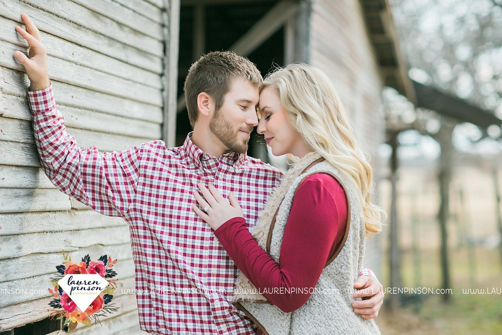 wichita-falls-texas-weddiing-photographer-engagement-session-bowie-texas-old-barn-country-hunting_4018.jpg