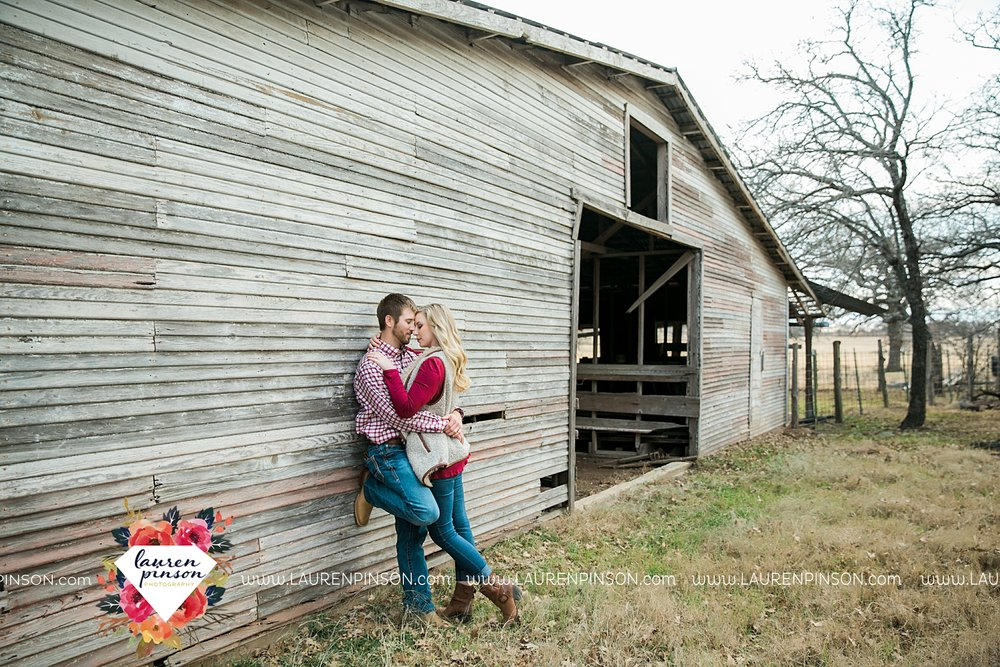 wichita-falls-texas-weddiing-photographer-engagement-session-bowie-texas-old-barn-country-hunting_4019.jpg