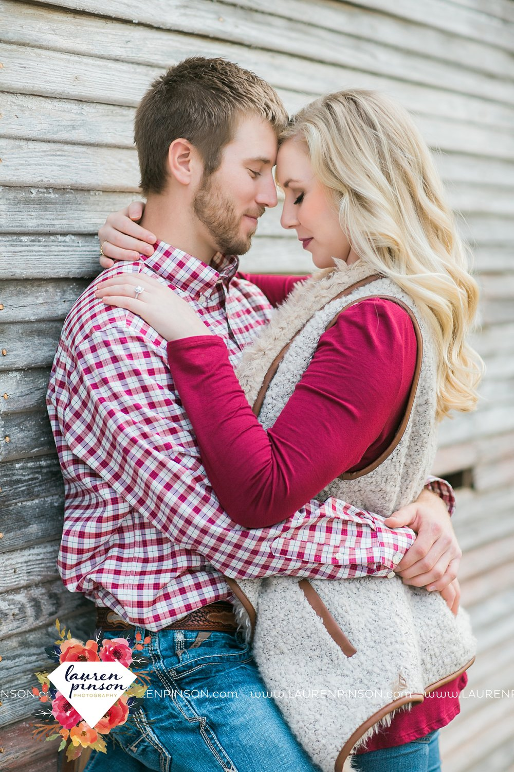 wichita-falls-texas-weddiing-photographer-engagement-session-bowie-texas-old-barn-country-hunting_4020.jpg