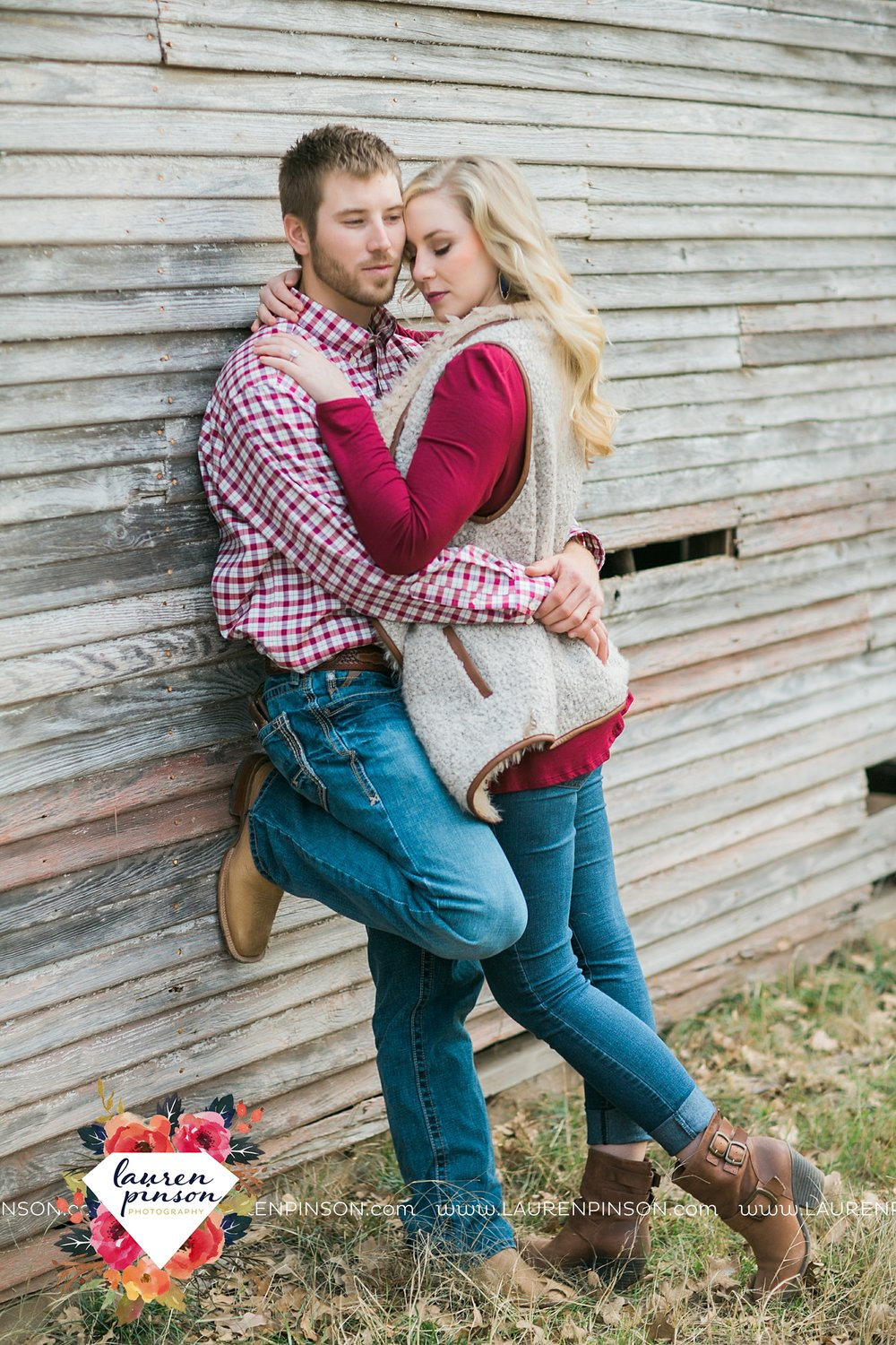 wichita-falls-texas-weddiing-photographer-engagement-session-bowie-texas-old-barn-country-hunting_4021.jpg