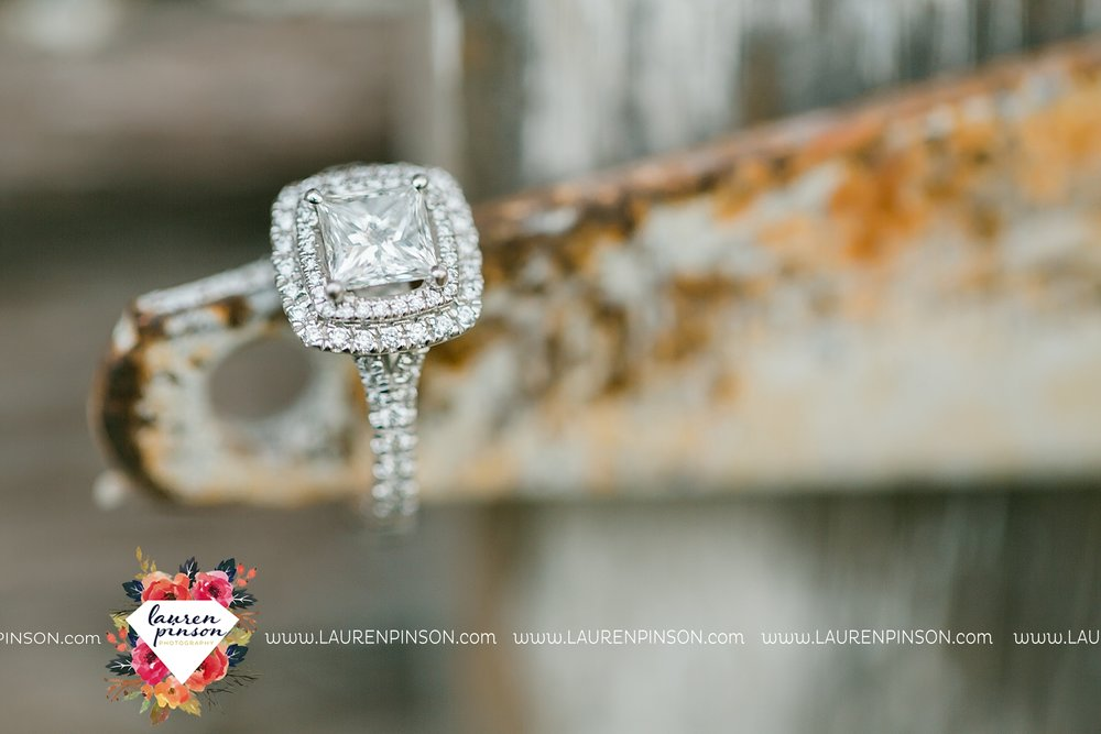 wichita-falls-texas-weddiing-photographer-engagement-session-bowie-texas-old-barn-country-hunting_4026.jpg