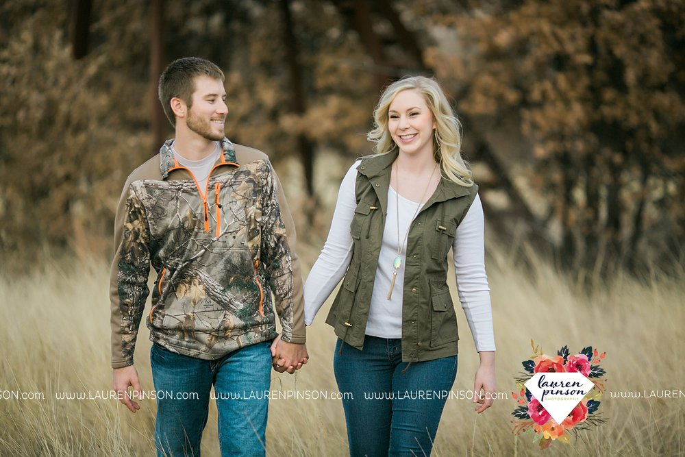 wichita-falls-texas-weddiing-photographer-engagement-session-bowie-texas-old-barn-country-hunting_4028.jpg