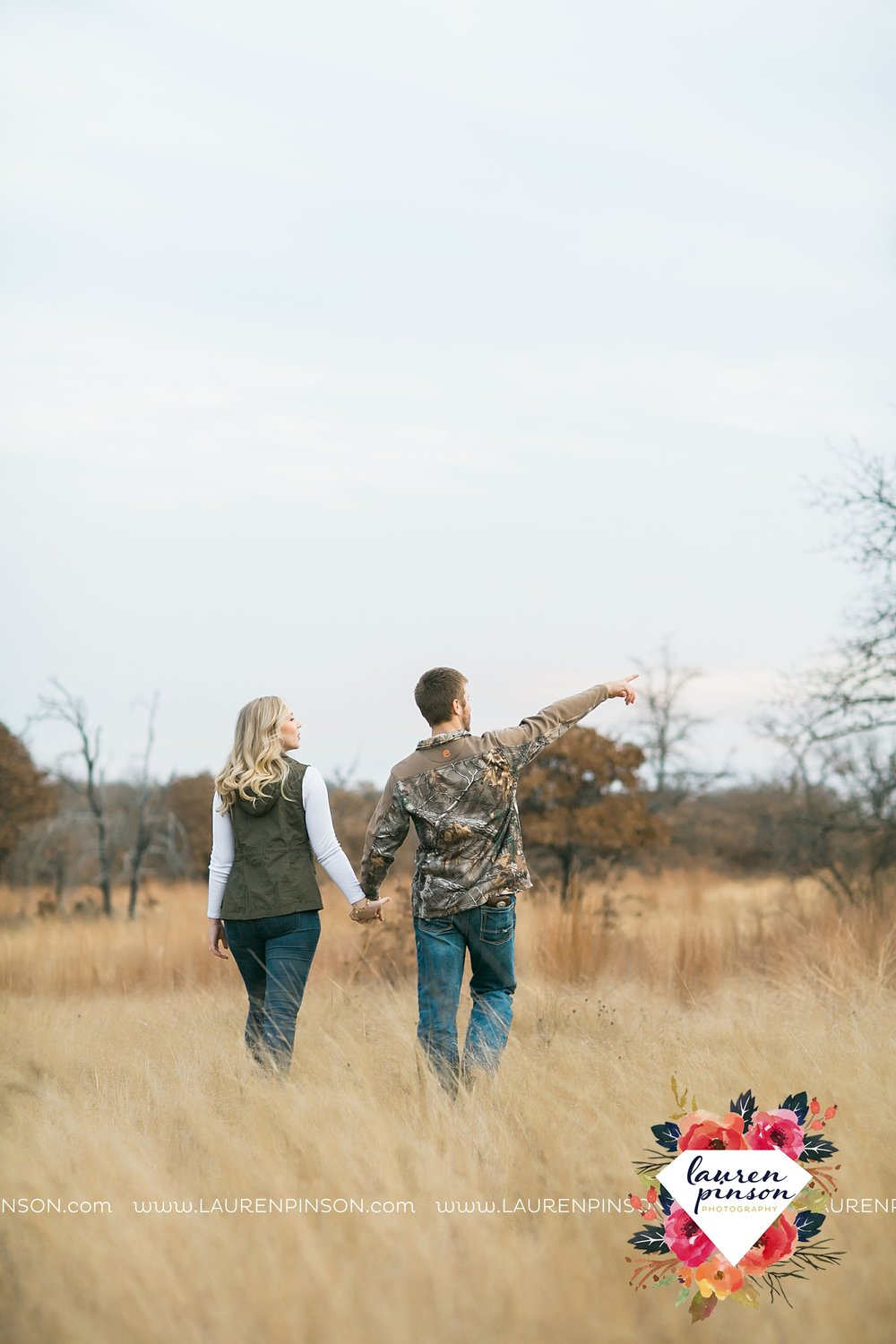 wichita-falls-texas-weddiing-photographer-engagement-session-bowie-texas-old-barn-country-hunting_4030.jpg