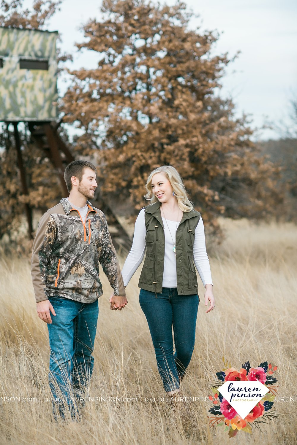 wichita-falls-texas-weddiing-photographer-engagement-session-bowie-texas-old-barn-country-hunting_4029.jpg