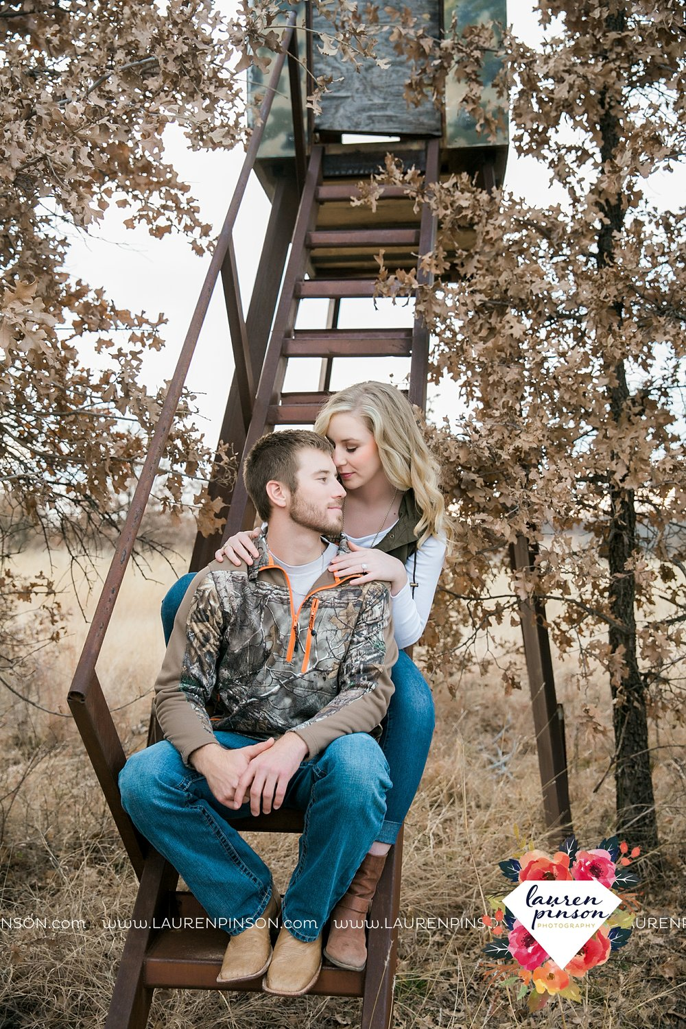 wichita-falls-texas-weddiing-photographer-engagement-session-bowie-texas-old-barn-country-hunting_4032.jpg